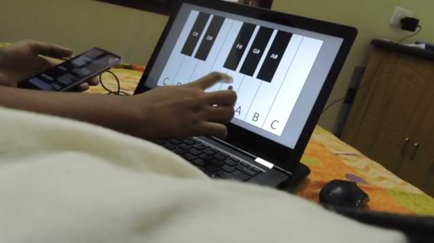 Virtual Piano in PPT - PowerPoint Virtual Piano that plays Musical Notes